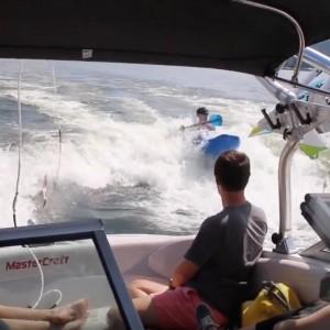 double wake boats kayaking wave