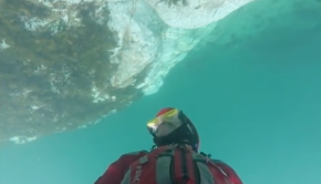 Guy rides kayak upside down - Daily Mail