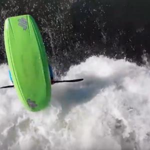Freestyle kayaking in Plattling by Zofia Tuła