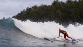 SUP Surfer sur les îles Telos avec Surefire Boards Australia